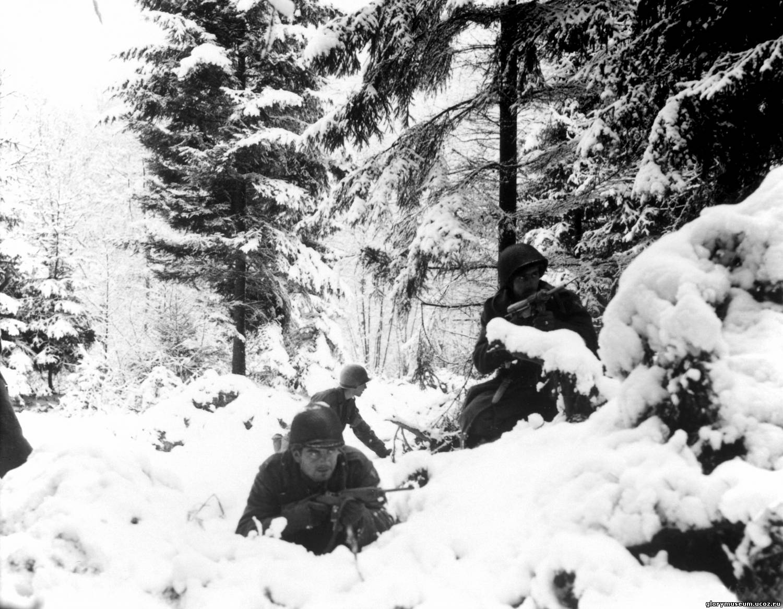 Солдат и член в лесу 6 фотография